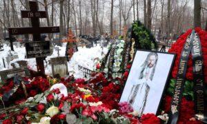 могила децла на кладбище